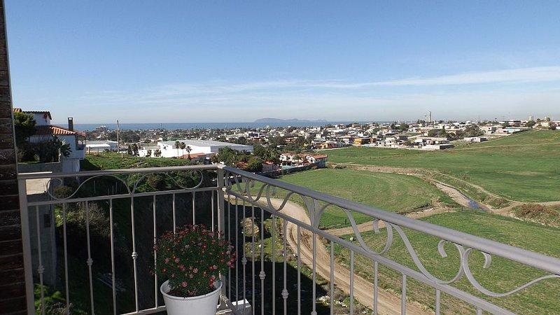 Christys Villa #1 'Quiet,  Secure ,One bedroom Villa with Ocean View!!, alquiler de vacaciones en Rosarito