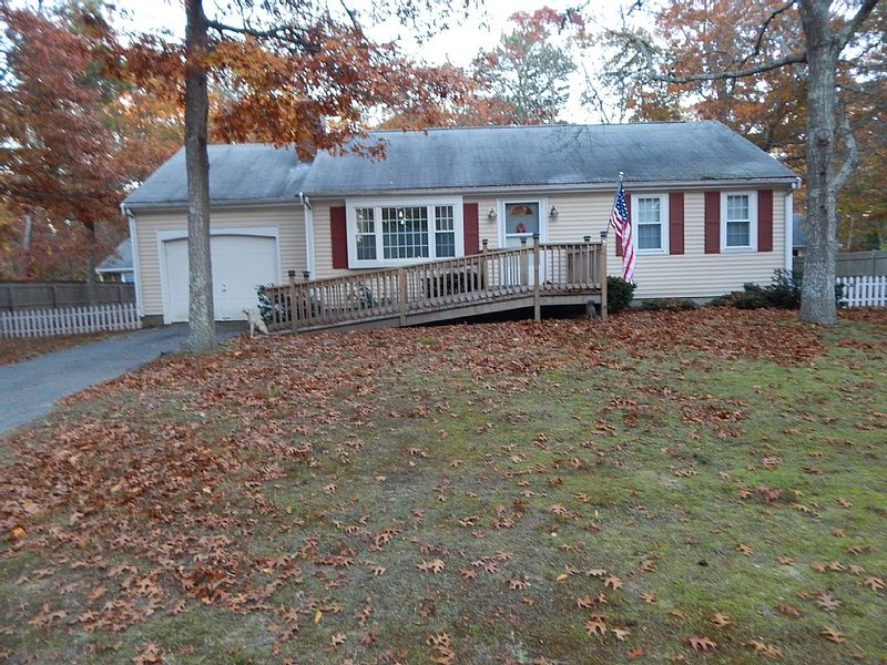 Single Family Home located on a dead end street near all amenities., holiday rental in Barnstable