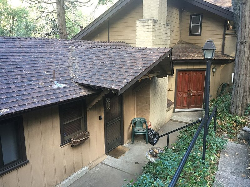 BEAUTIFUL MOUNTAIN CABIN IN CRESTLINE CA, CLOSE TO LAKE GREGORY., vacation rental in Crestline