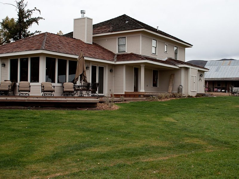 Single Family Home on 4 Eagle Ranch, Stunning Views of Mountain Vistas, casa vacanza a Wolcott