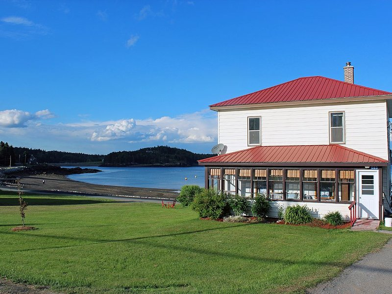 Relax at Grammies House on beatutiful Beaver Harbour., holiday rental in Campobello Island