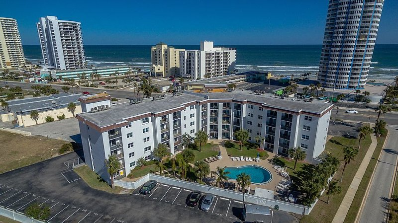 WEEKLY & MONTHLY DISCOUNTS! BOOK NOW - *  $99.00 night -  2/2  CONDO, vacation rental in Daytona Beach Shores