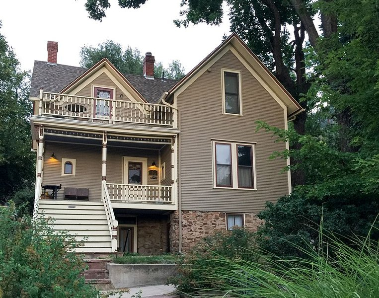 Boulder Finest Downtown AND Mountain Location – Garden Apt. at Historic Home, holiday rental in Eldorado Springs