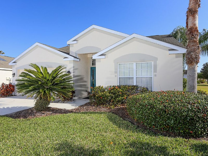 Peaceful 3 bedroom pool villa with lake view, vacation rental in Bradenton