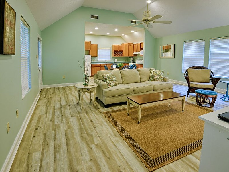 Harbor Landing Cottage - Close To Mandeville Lakefront And Tammany Trace, casa vacanza a Abita Springs