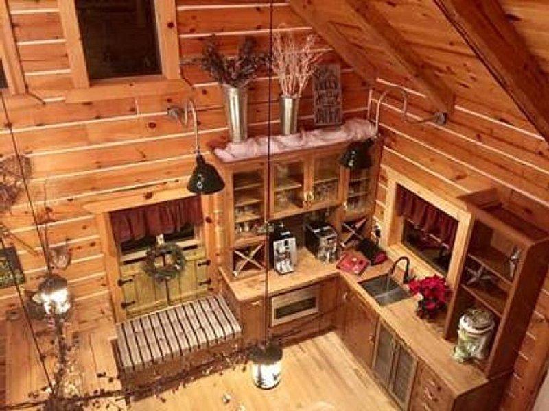 Up North Getaway Full Log Home on 40 acres, casa vacanza a Weidman