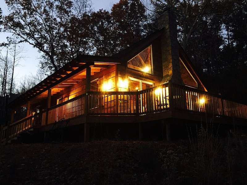 Mountain Lake Escape - NEW WIFI&ROKU, Dog friendly, cozy, rustic, 2 lakes/river – semesterbostad i Lake Lure