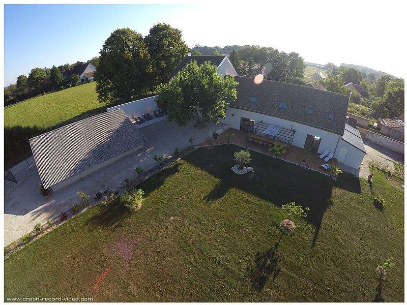 Superbe maison, jardin-piscine intérieure privée en Bourgogne- 16 pers et +, holiday rental in Vosne-Romanee