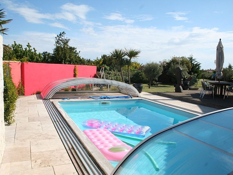 Appartement de plein-pieds 3 * pour 4 personnes avec piscine chauffée couverte, holiday rental in Rivedoux-Plage