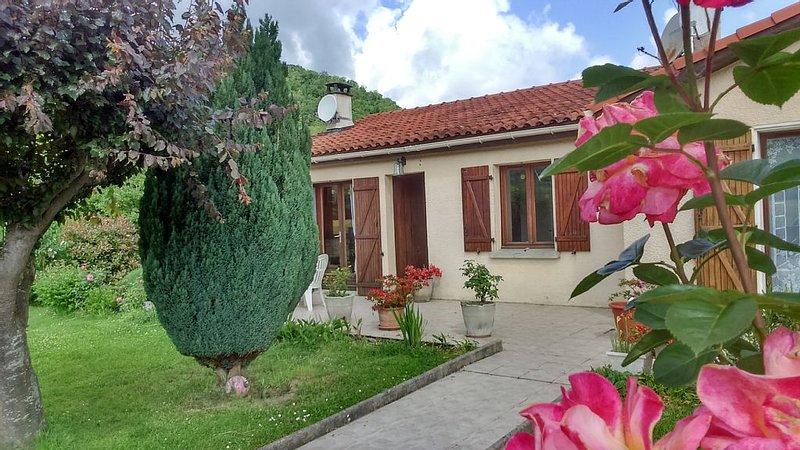 Maison aux  pieds des Pyrénées pour des vacances en famille, au calme., holiday rental in Estancarbon