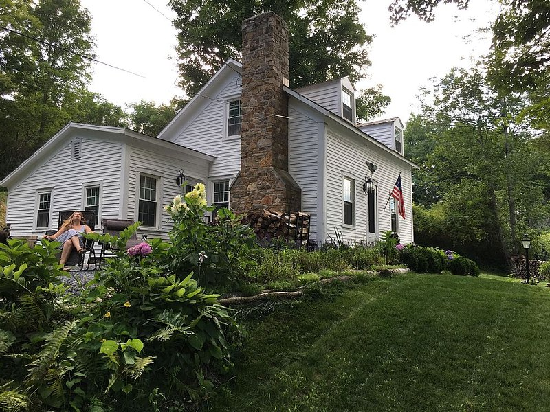 1828 Vermont Cottage Feet From The Famous Battenkill River, holiday rental in Cambridge