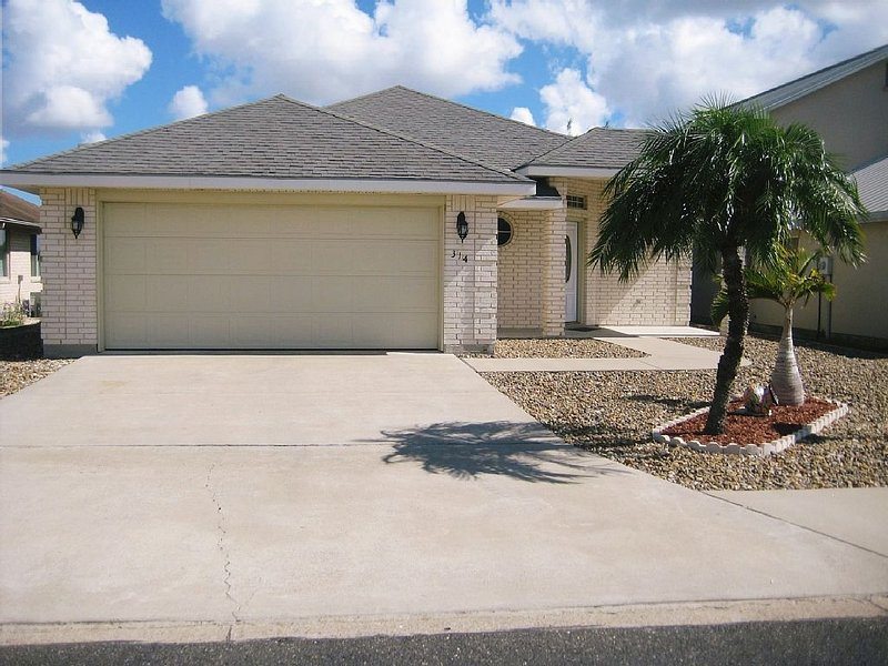 Active 55+ community close to McAllen Texas, location de vacances à McAllen