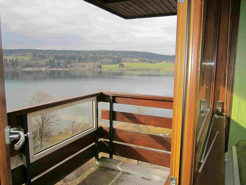 Appartement confortable avec vue imprenable sur le lac de St Point, aluguéis de temporada em Vallorbe