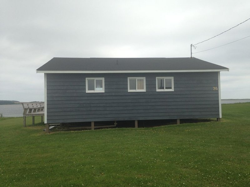 Oceanfront Jewel Getaway! PEI oceanfront cottage just minutes from Cavendish., casa vacanza a Sea View