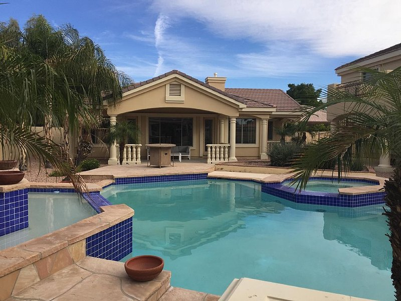 Luxury Guest House on Prime Estate with Large Pool, vacation rental in Glendale