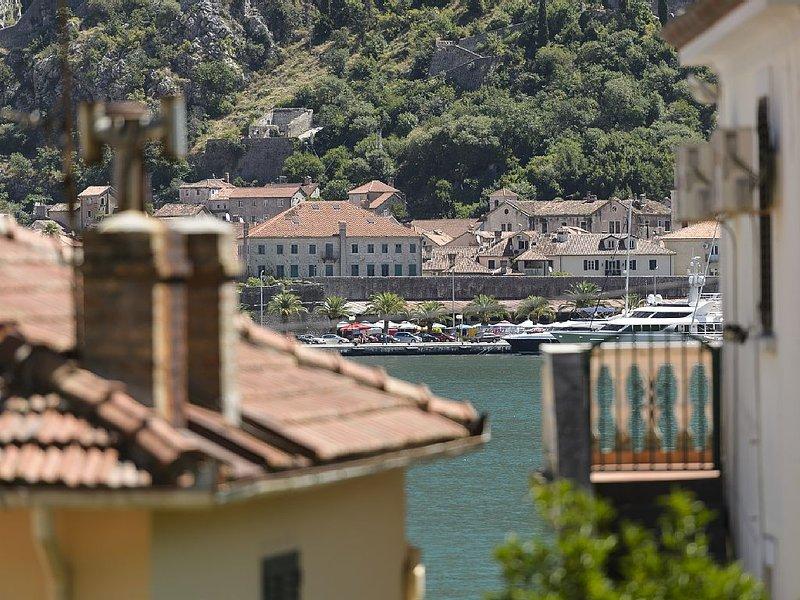 Spacious apartment in Muo ****, casa vacanza a Skaljari