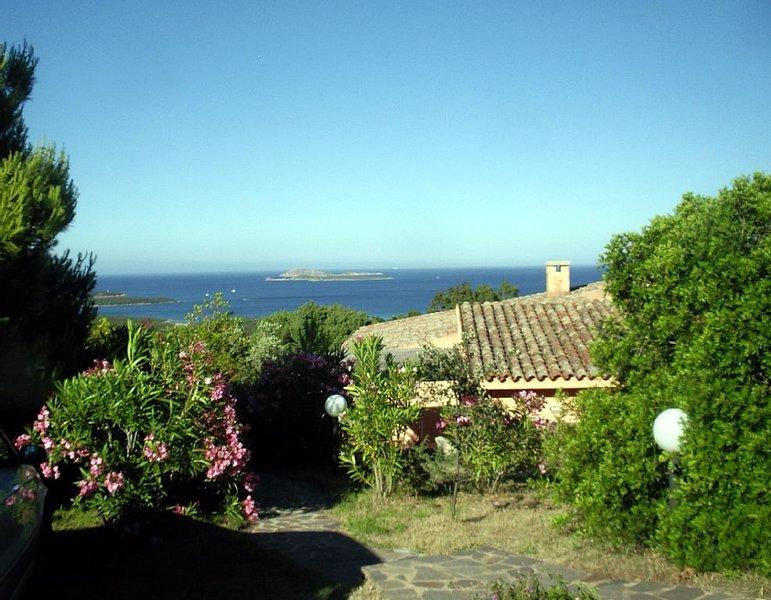 Villa con vista spettacolare da Cala di Volpe a Porto Rotondo, holiday rental in Portisco