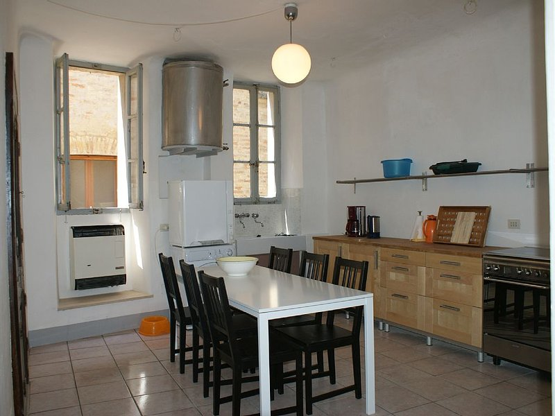 Palazzina Offida in the old town centre, holiday rental in Offida