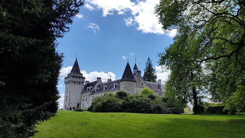 Chateau des Egaux in south central  France, location de vacances à Saint-Leger-la-Montagne