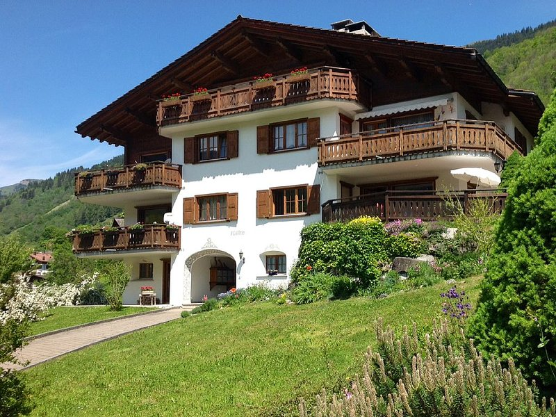 Beautiful Apartment in the KlostersDavos Area, holiday rental in Gruesch