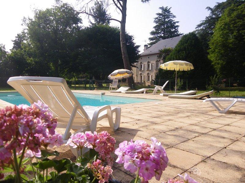 Belle maison dans la vallée de la Dordogne, holiday rental in Peyrillac-et-Millac