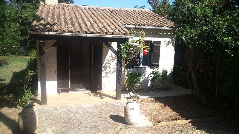 MAISONNETTE INDEPENDANTE T2 30 M2, vacation rental in Carpentras