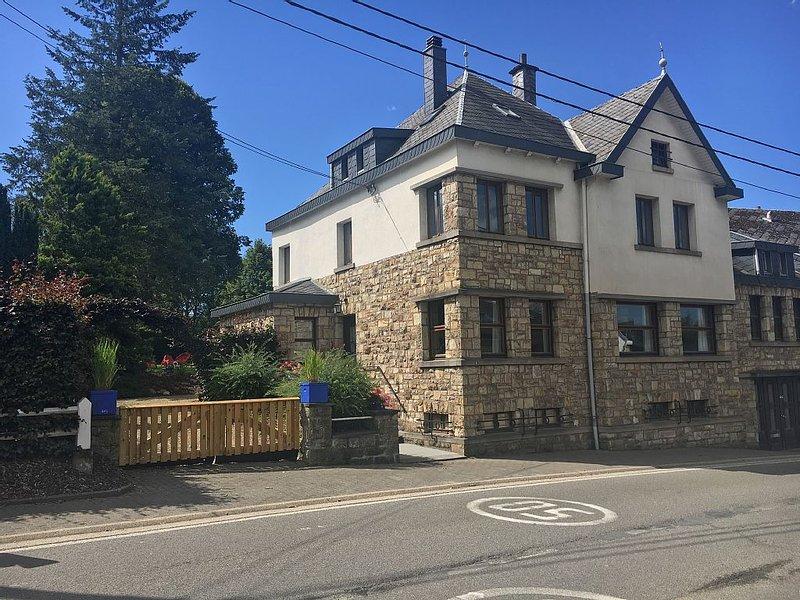 Villa Caroline maison de vacances XXL pour 22 personnes à Waimes, vacation rental in Waimes