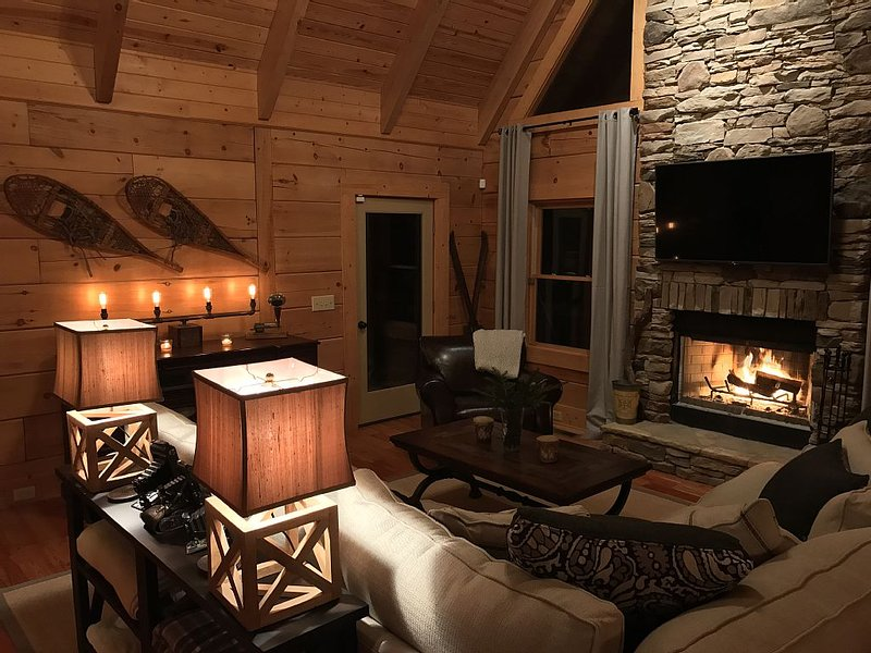 Aspen Ridge NC - A Carefully Decorated Upscale NC Mountain Cabin, alquiler de vacaciones en Sapphire