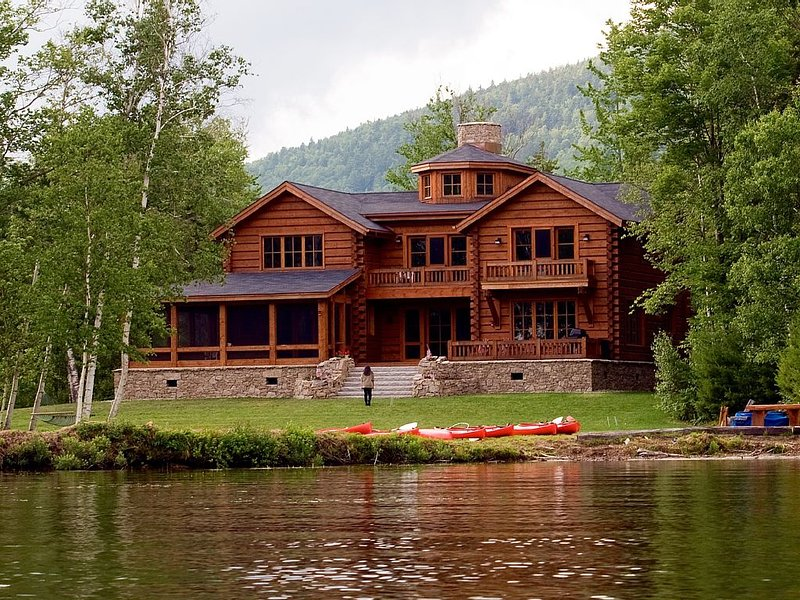 WHITE MOUNTAINS - STINSON LAKE -MAGNIFICENT & PRIVATE LAKEFRONT LODGE, vacation rental in Haverhill