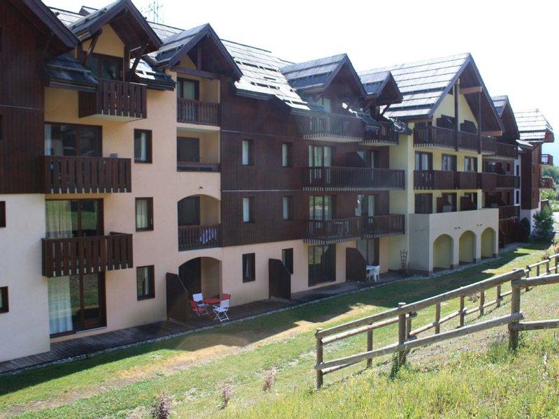 T2 pied des pistes dans Résidence SERRE CHEVALIER 1400, holiday rental in Hautes-Alpes
