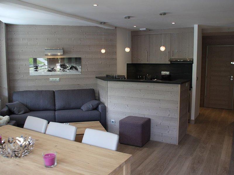 Apt 5* pied des pistes (2150m), 3 balcons,3 iPads,haut parleur dans chaque pièce, holiday rental in Savoie