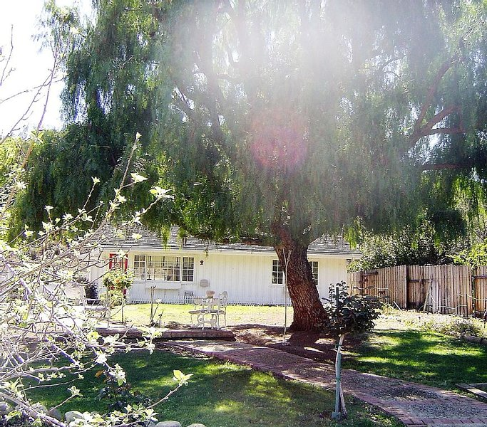 Calabasas Corridor Cottage, holiday rental in Bell Canyon