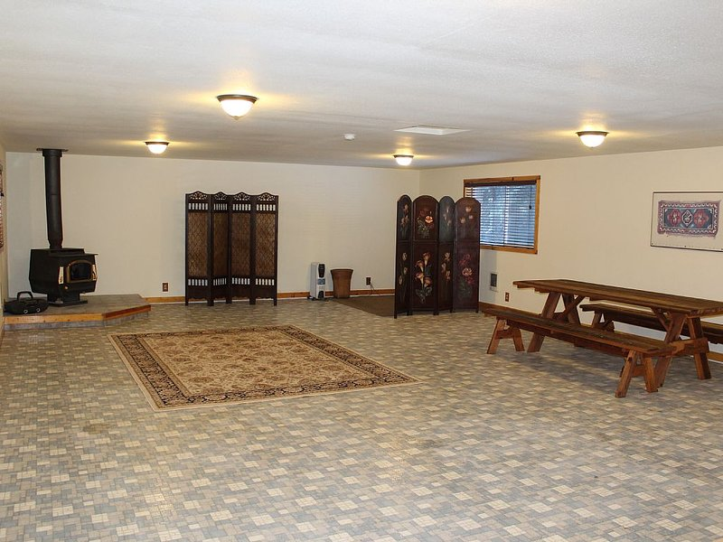 A large 950 square foot open room above the double garage for large gatherings.