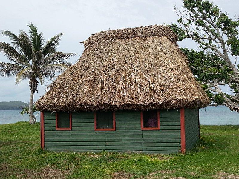Beachfront Traditional Bure in Authentic Yasawa Village, location de vacances à Yasawa Islands