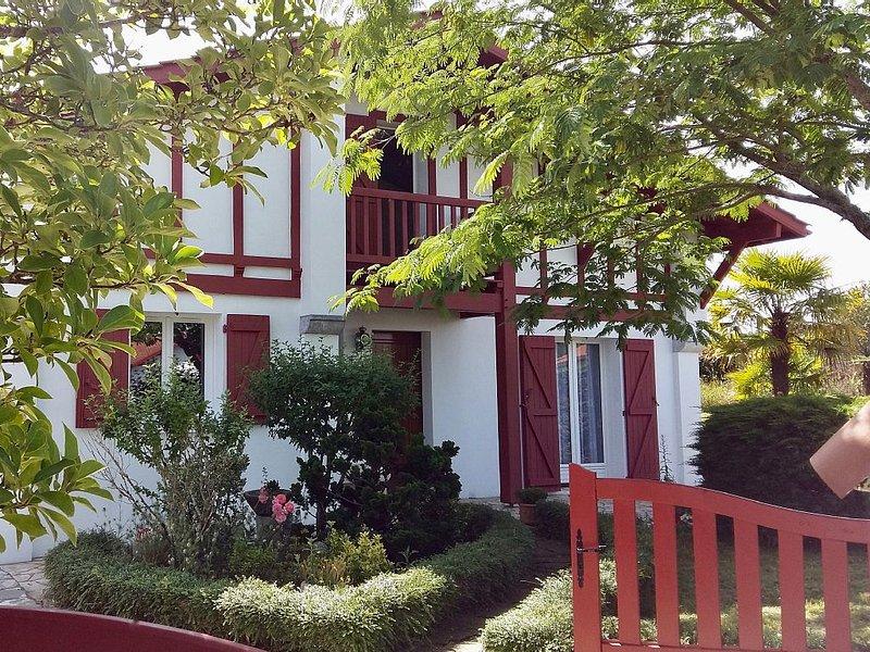 Belle maison de vacances au Pays Basque, entre Montagne et Océan, holiday rental in Ustaritz