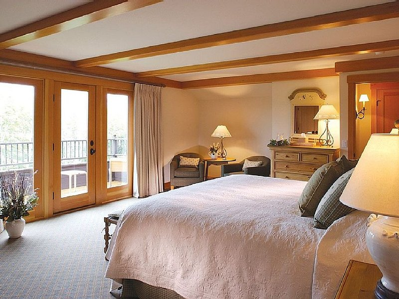 Luxury Villa at Trapp Family Lodge Resort Stowe Vermont, holiday rental in Richmond