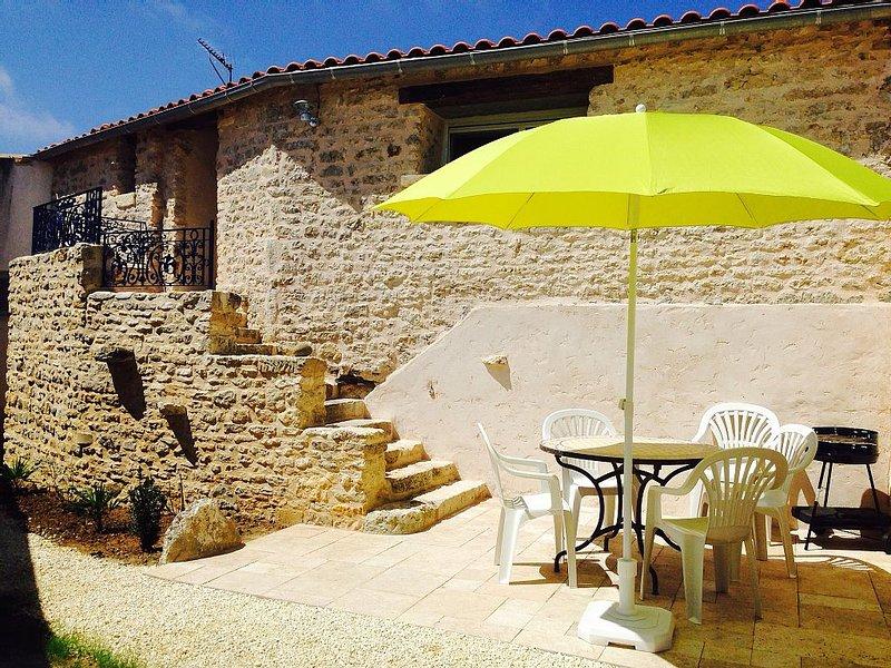 Maison wifi terrasse/jardin entièrement rénovée plein centre du Vieux Chaucre, vakantiewoning in Saint-Georges d'Oléron