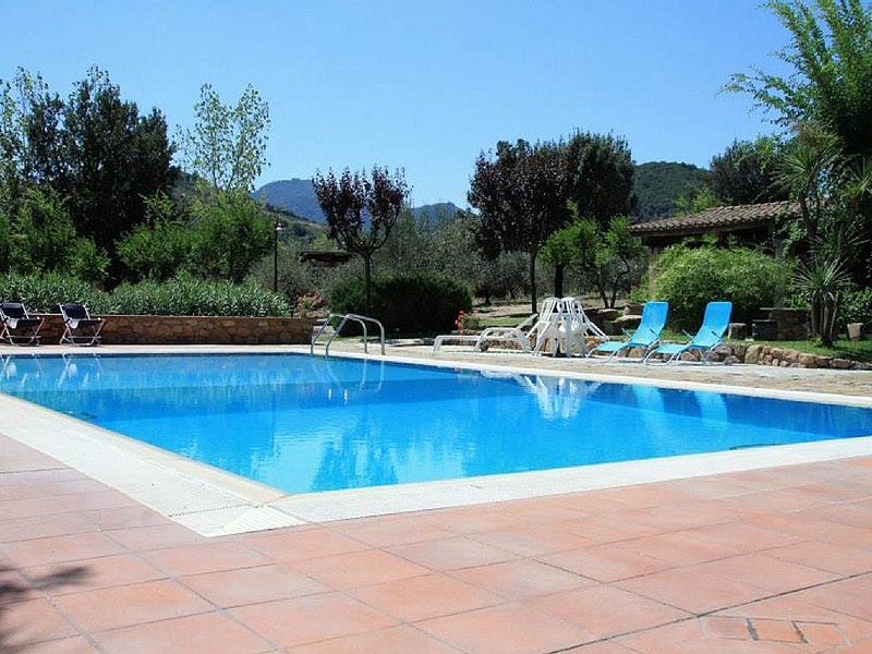 Villa mit Swimmingpool & Tennisanlage in bezaubernde Umgebung, Apt. Campanula, holiday rental in Jerzu