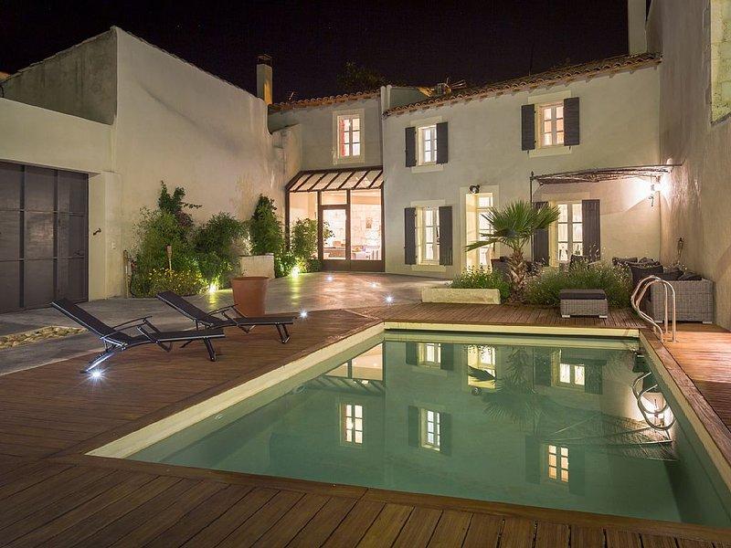 Demeure au calme, au coeur des Alpilles avec piscine privée, holiday rental in Eyragues