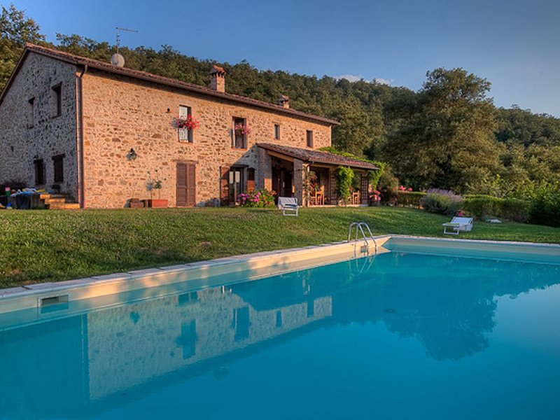 At the Edge of a Forest Ancient  Stone Farmhouse with Pool, holiday rental in San Venanzo