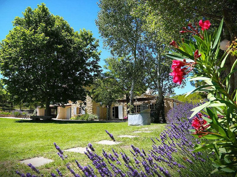 Splendide Bergerie du XVIIème, holiday rental in Rognes