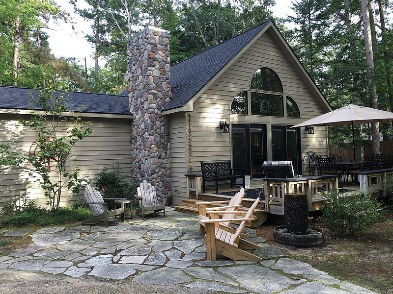 Northerness Cottage; a Short Ride to America's #1 Rated Beach!, vakantiewoning in Leelanau County