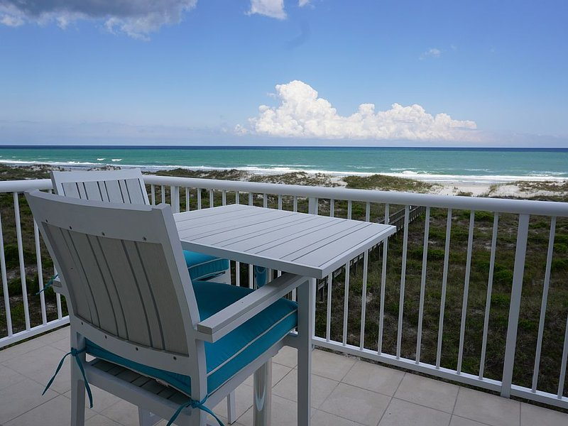 Oceanfront escape! Spectacular ocean views, 2 pools, tennis & elevator!, casa vacanza a Ogden
