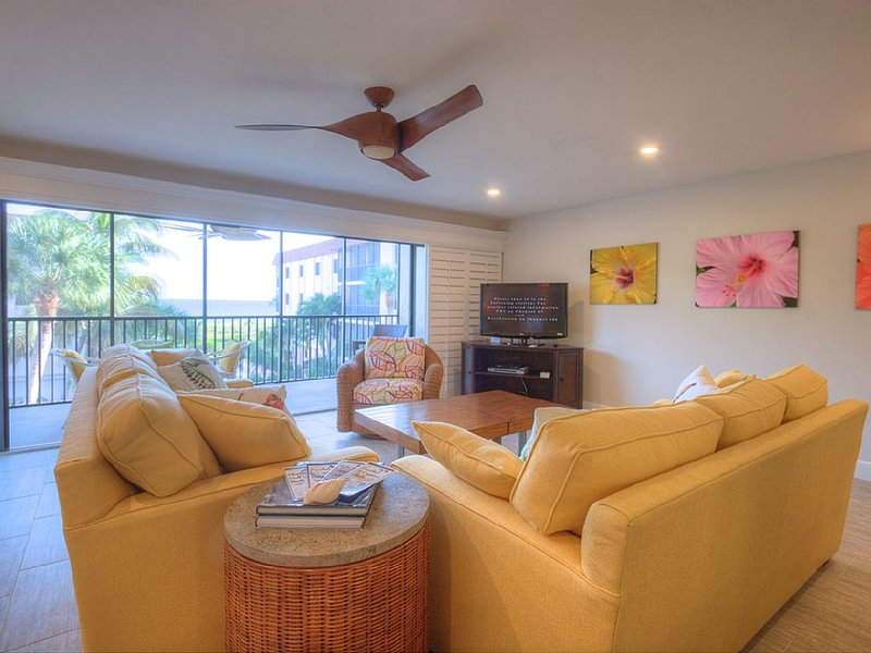 Shorewood C2: Perfectly Updated 3 BR Condo in Quiet Complex with Gulf Views!!, holiday rental in Sanibel Island