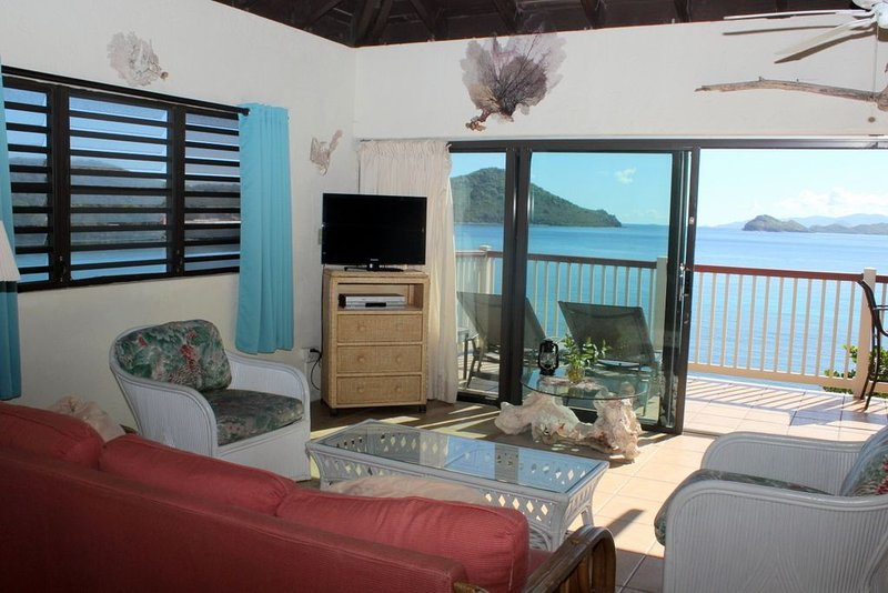 Top floor waterfront, great views. Lower $ available for longer stays. B9, casa vacanza a Tutu