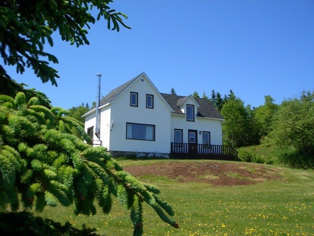Centennial Farmhouse On Cabot Trail, 200 Acres. Family-Friendly, Sorry No Pets, alquiler de vacaciones en North Shore