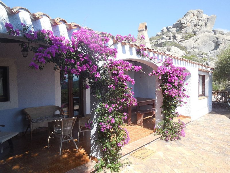 Santa Teresa Gallura: Villa con piscina, holiday rental in Santa Teresa Gallura