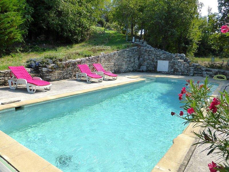 Maison de charme avec piscine privée, entre Ardèche, Provence et Languedoc, holiday rental in Barjac