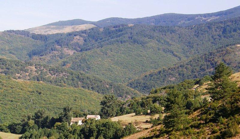 Entre Causses et Cévennes. Navacelles gîte dans un environnement préservé, calme, aluguéis de temporada em Alzon