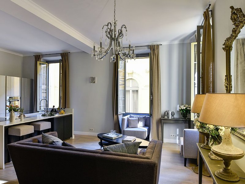 Le 17 - Stunning 3 bedrooms apartment in the heart of Nice Old Town, holiday rental in Nice
